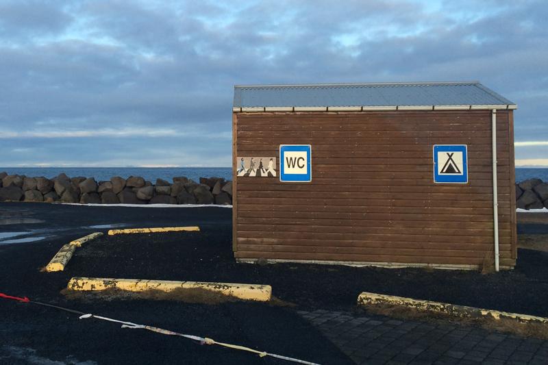 Quand on commence à concevoir des souvenirs des points de vidange, c'est qu'il y a quelque chose. Ici, Garður.